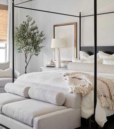 Relaxing Master Bedroom, Home Bedroom, Bedroom Decor, Bedroom Modern, Master Bedroom Design, Bedroom Designs, Bedroom Wall, Bedroom Ideas, Wall Decor