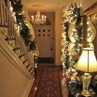 Interior Designing. Awesome minimalist interior hallway design in cool Christmas decoration with trailing garland and beautiful lighting details. Must See: Amazing Home Interior Designing for Wonderful Christmas Holiday