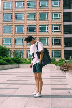 46 super Ideas for style fashion men summer moda masculina Fashion 2018, Look Fashion, New Fashion, Fashion Goth, Fashion Vintage, Korean Fashion Men, Korean Men, Korean Outfits, Short Outfits