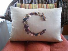 Los cojines son el accesorio perfecto para colocar sobre un sofá o una cama y si son coloridos o decorado mucho mejor ya que aportan vida a la habitación. Hoy