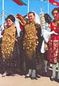 MINHO PORTUGAL. Festa do traje. Raparigas(girls) de Cardielos