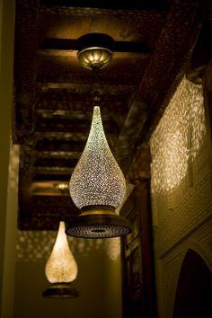 Lamps that make beautiful patterns of light.  Gorgeous!