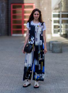 Pin for Later: Lasst euch inspirieren vom Stil der Hauptstadt mit den besten Street Style Bildern der Berlin Fashion Week  Nike van Dinther in einem Overall von Lala Berlin und Tasche von Chanel.