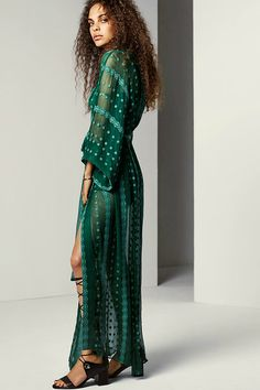 You can never have enough beautiful,flowing maxi dresses hanging dreamily in your wardrobe! It has been my absolute pleasure to gather the best dresses a