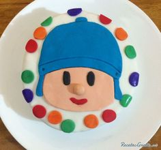 Tarta de cumpleaños de Pocoyó, ideal para sorprender a los niños en su día. #tarta #fondant #tartasdecoradas #pocoyo #reposteriacreativa