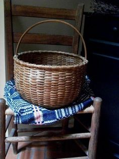 Basket... Old Baskets, Vintage Baskets, Wicker Baskets, Picnic Baskets, Woven Baskets, Amish, Primitive Antiques, Primitive Kitchen, Primitive Decor