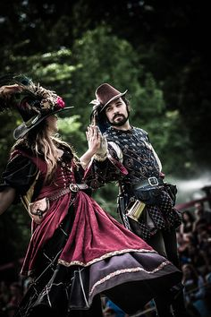 Renaissance Pleasure Faire - Are you going to Scarborough Fair? Renaissance Fair Costume, Renaissance Era, Renaissance Clothing, Renaissance Fashion, 16th Century Fashion, Scarborough Fair, Belly Dancing Classes, Shall We Dance, Fantasy Costumes