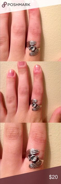 •••Ying and yang ring!••• •••Ying and yang STERLING SILVER ring! In VERY GOOD condition!••• Jewelry Rings