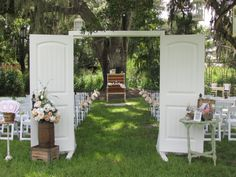 #Wedding #shabby #chic ♥ https://itunes.apple.com/us/app/the-gold-wedding-planner/id498112599?ls=1=8 'How to plan a wedding' iPhone App ... Your Complete Wedding Ceremony & Reception Guide  ♥ http://pinterest.com/groomsandbrides/boards/ for more magical wedding ideas ♥  pinned with love.