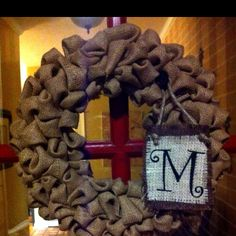 Love this burlap wreath!  My neice Katie made these at Christmas!  Too cute!