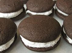 **whoopie pie filling** ~ FILLING: 1 stick butter 1 c. Beat butter, Crisco, sugar and vanilla with electric mixer. Fold in marshmallow fluff. Spread between Whoopie Pie cakes. Easy Pie Recipes, Amish Recipes, Sweet Recipes, Cookie Recipes, Köstliche Desserts, Delicious Desserts, Dessert Recipes, Plated Desserts, Whoopie Pie Filling