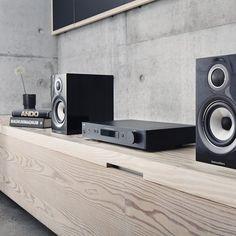 Bowers and Wilkins 707 Gloss black speakers – Juan Urquizo – Audioroom Living Room Tv Unit Designs, Audio Room, Audio Design, Home Theater Rooms, Hifi Audio, Home Cinemas, Audiophile, Living Room Inspiration, Room Set
