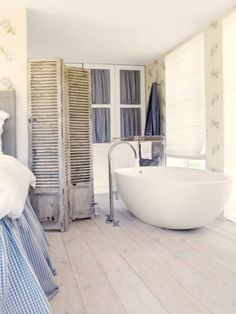 Check Out 25 Lovely Shabby Chic Bathroom Design Ideas. Shabby chic bathrooms are so cute that when you see them, you just can't get enough! Beach House Bathroom, Beach House Decor, Home Decor, Light Bathroom, Home Design, Interior Design, Design Ideas, Interior Modern, Seaside Style