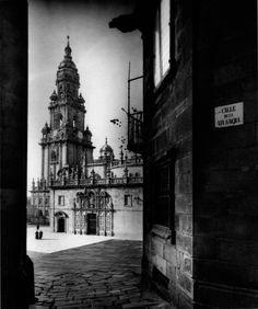 Vista de la torre del reloj de la catedral de Santiago de Compostela, desde la Vía Sacra.