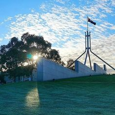 We love sharing photos and recommendations from our locals to our visitors, like this snapshot by Instagrammer @sophia_brady taken on a morning walk around Parliament House, so thank you to all the Canberrans who share their photos and stories with us using #visitcanberra.