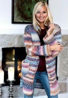 Det er ikke alle melerede garner, der er lige skønne, men dette her, der kombinerer farveskiftene med melangeeffekt, giver et virkelig flot resultat. Sweater Knitting Patterns, Crochet Cardigan, Knit Patterns, Knit Crochet, Long Sweaters, Sweaters For Women, Warm Outfits, Knit Fashion, Knit Jacket