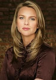 Lara Logan: b. Lara Logan is a South African television and radio journalist, and war correspondent. She is the chief foreign affairs correspondent for CBS News, and a correspondent for CBS's 60 Minutes. Dylan Davies, Auburn Blonde Hair, Female News Anchors, Hottest Female Celebrities, People Of Interest, Blonde Color, Cbs News, Women In History, Gorgeous Women