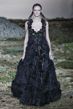 Editorial Fashion Alexander McQueen   alexander mcqueen runway paris fashion week womenswear fall winter ...