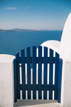 Exploring Oia, Santorini - The Londoner Santorini Hotels, Santorini Greece, Greece Vacation, Greece Travel, Travel Around The World, Around The Worlds, Aesthetic Painting, Mediterranean Homes, Greek Islands