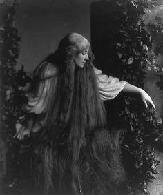 A photo of actress/singer Mary Garden as Mélisande from the opera Pelléas et Mélisande by composer Claude Debussy//