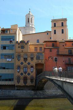 Casas colgadas sobre el río Oñar (Girona)  Catalonia
