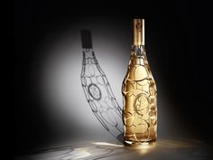 Champagne Louis Roederer has teamed up with designer Philippe di Meo to create a limited edition Jeroboam design for its prestige cuvee Cristal Champagne Roederer, Louis Roederer Cristal, Etiquette Champagne, Mouton Rothschild, Spirit Drink, Verre Design, Or Noir, Wine Packaging, Pretty Packaging
