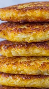 Cauliflower Cheddar Fritters (Pancakes) - Replace bread crumbs with pork rinds to make Ketogenic! Cauliflower Cheddar Fritters (Pancakes) - Replace bread crumbs with pork rinds to make Ketogenic! Low Carb Recipes, Cooking Recipes, Healthy Recipes, Diabetic Recipes, Pureed Recipes, Diabetic Breakfast Recipes, Atkins Recipes, Cheap Recipes, Low Carb Vegitarian Recipes