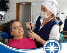 Resaltar la belleza de otros, es una tarea que se hace con pasión #aprendeconlosmejores #colegiaturacolombianadecosmetologia #maquillajeprofesional