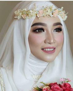 62 Trendy Bridal Hijab Dresses Muslim Brides There are different rumors about the annals of the wedding dress; Muslim Wedding Gown, Hijabi Wedding, Wedding Hijab Styles, Muslimah Wedding Dress, Muslim Wedding Dresses, Muslim Brides, Wedding Veils, Wedding Rings, Bridal Hijab
