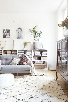 salon-scandinave-tapis-géométrique.jpg (700×1050)