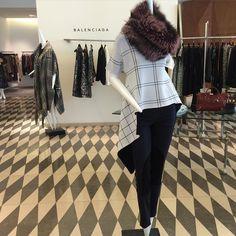 "Lilly e Violetta on Instagram: ""@lillyevioletta fox collar available @barneysnyofficial in Rosewater pink #fur #collar #luxury #luxurylife #luxurytravel #luxurylifestyle #livingluxuryeveryday #lillyevioletta #balenciaga #fur #fox"""