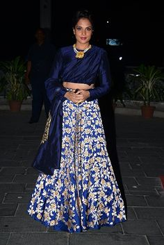 Bollywood's best Indian ethnic looks this year Pakistani Couture, Indian Couture, Pakistani Outfits, Indian Outfits, Indian Clothes, Ethnic Chic, Ethnic Fashion, Indian Fashion, Saree Fashion