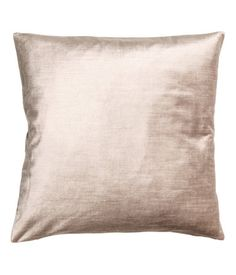 Light beige. Velvet cushion cover in a cotton and viscose blend. Concealed zip.