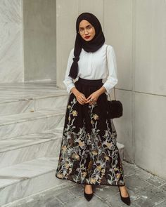 Adorable Floral Outfits Ideas For Spring – Hijab Fashion Hijab Casual, Hijab Outfit, Hijab Dress, Dress Skirt, Muslim Fashion, Modest Fashion, Skirt Fashion, Hijab Fashion, Fashion Outfits
