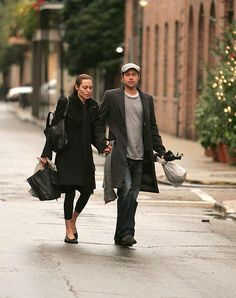 couple Brad And Angie, Brad Pitt And Angelina Jolie, Jolie Pitt, Bard Pitt, Amal Clooney, Stylish Couple, Amazing Women, Actors & Actresses, Fall Outfits