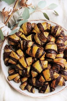 Csokis-Nutellás rugelach | Ízből tíz Hungarian Recipes, Recipes From Heaven, Easy Healthy Recipes, Food Inspiration, Cookie Recipes, Food Porn, Food And Drink, Nutella, Sweets