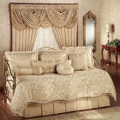 Contemporary Daybed Bedding Set With Beautiful Curtain