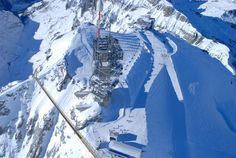 Titlis Cliff Walk je nejvýše položeným visutým mostem v Evropě. Klene se nad propastí 500 metrů nad zemí, v nadmořské výšce přes 3 000 metrů.