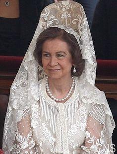 ~*020*~ Reina Sofia de España luciendo mantilla blanca y peineta