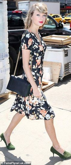 Taylor Swift looks flawless in vintage floral as she shops in New York / Mail Online