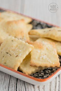 Cracker selbermachen? So einfach geht´s: Diese Cracker benötigen nur 3 Zutaten und 15 Minuten; das perfekte Knabbergebäck für abends und zwischendurch