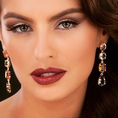 Novidade Divory pra você se apaixonar: brinco de pedras em cascata. Um luxo para todas as ocasiões! #divoryeuuso #divacomdivory #trendalert #fashion #glam #moda #semijoias #joias #jewels #lookdodia