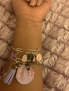 Charm Bracelets For Girls, Bangle Bracelets With Charms, Cute Bracelets, Bangles, Handmade Accessories, Jewelry Accessories, Jewelry Design, Cute Jewelry, Body Jewelry