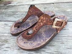 Beautiful hand tooled leather sandals built on a brand new pair of comfy Muk Luk soles. Copper hardware Size 9 Built and ready to go! Custom orders accepted on these! Cute Shoes, On Shoes, Me Too Shoes, Shoe Boots, Shoes Sandals, Tooled Leather Purse, Leather Tooling, Leather Purses, Leather Sandals Flat