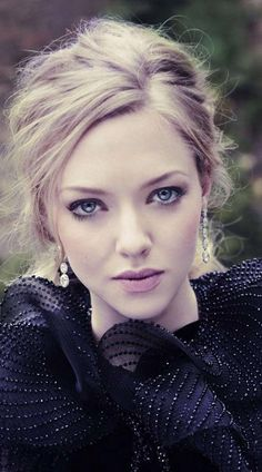 "before you kill us all: EDITORIAL Vanity Fair December 2012 ""Amanda For This Season"" Feat. Amanda Seyfried by Simon Emmett Amanda Seyfried, Vanity Fair, Pretty People, Beautiful People, Beautiful Eyes, Belle Nana, Jenifer Lawrence, Beauty And Fashion, Celebrity Gallery"