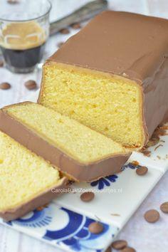 Snelle twix cake oftwel: cake, fudge, gecondenseerde melk en chocolade. Wedden dat jij hem ook wilt maken? Twix cake!
