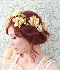 Vintage hair wreath wedding hair girl vintage flowers lace beauty style