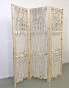 macrame folding screen with tutorial / Ikea hack  #myfrenchtwist #52actsofcreating #macrame Diy Macrame Wall Hanging, Macrame Plant Holder, Macrame Curtain, Macrame Art, Macrame Projects, Diy Projects, Plant Holders, Macrame Knots, Micro Macrame