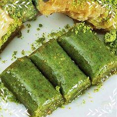 Antep Fıstığı Ezmesi Pie Dessert, Dessert Recipes, Desserts, Turkish Sweets, Hand Pies, Turkish Recipes, Asparagus, Chocolate, Vegetables