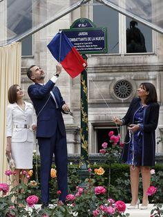 "King Felipe VI and Queen Letizia of Spain attends a ceremony inaugurating the ""Combattants de la Nueve"" parc at Hotel de Ville (Town Hall) on 03 June 2015 in Paris, France"